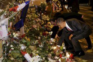 El presidente de Estados Unidos, Barack Obama, y el presidente de Francia, Francois Hollande, visitan Le Bataclan, teatro en el que murieron más de 80 personas por los atentados del 13 de noviembre. Foto:AFP. Imagen Por: