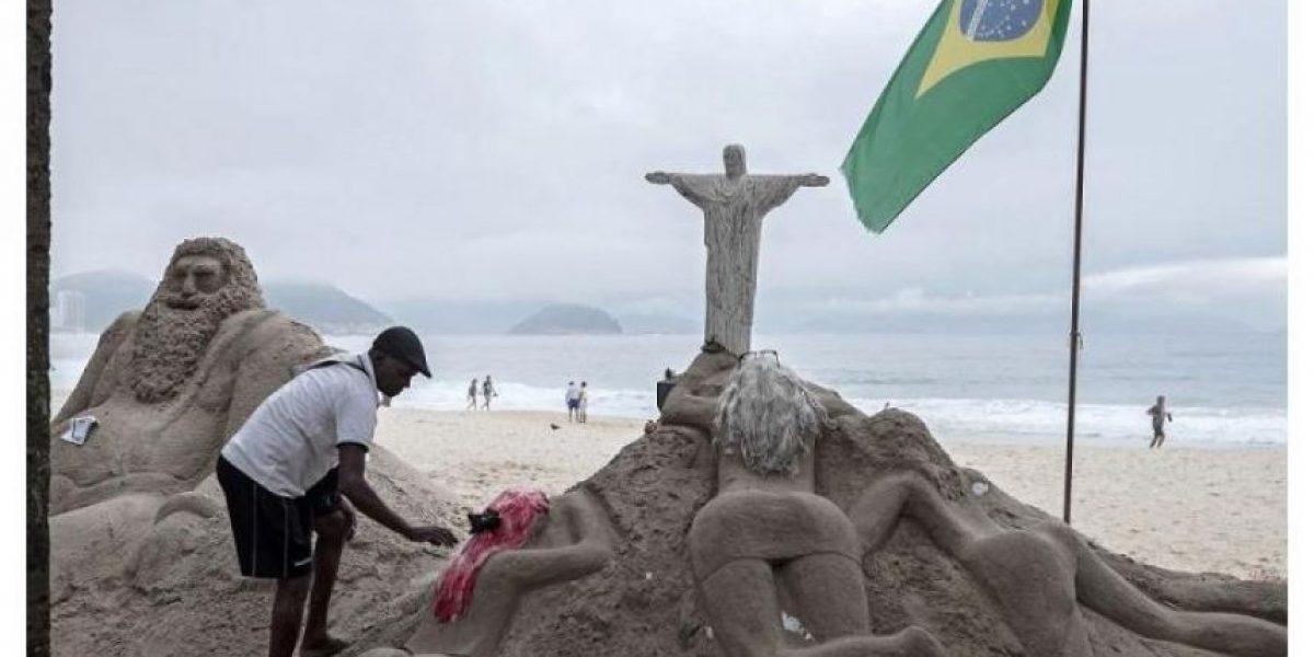 Estas sexys esculturas siembran la discordia en Copacabana