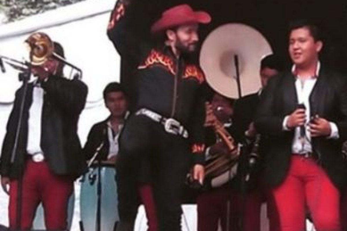 Ahora es cantante en una banda de música regional mexicana. Foto:vía instagram.com/luismanuelavila_. Imagen Por: