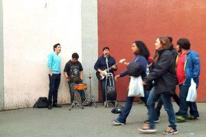 Fotografía de tarde y con gente en movimiento. Foto:Publimetro / Víctor Jaque. Imagen Por: