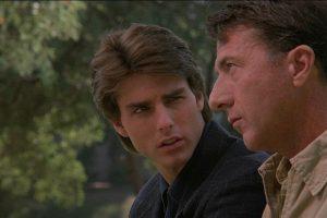 """""""Rain Man"""" o """"Cuando los hermanos se encuentran"""" es una película estadounidense de 1988 que cuenta la historía de dos hermanos: uno exitoso y el otro autista. Obtuvo 4 premios de la Academia incluyendo mejor película. Foto:The Guber-Peters Company. Imagen Por:"""
