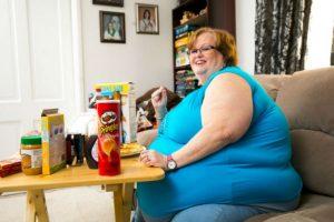 Solo come frente a los hombres que pagan por verla hacerlo. Pesa 190 kilos (420 libras) Foto:vía Barcroft Media. Imagen Por: