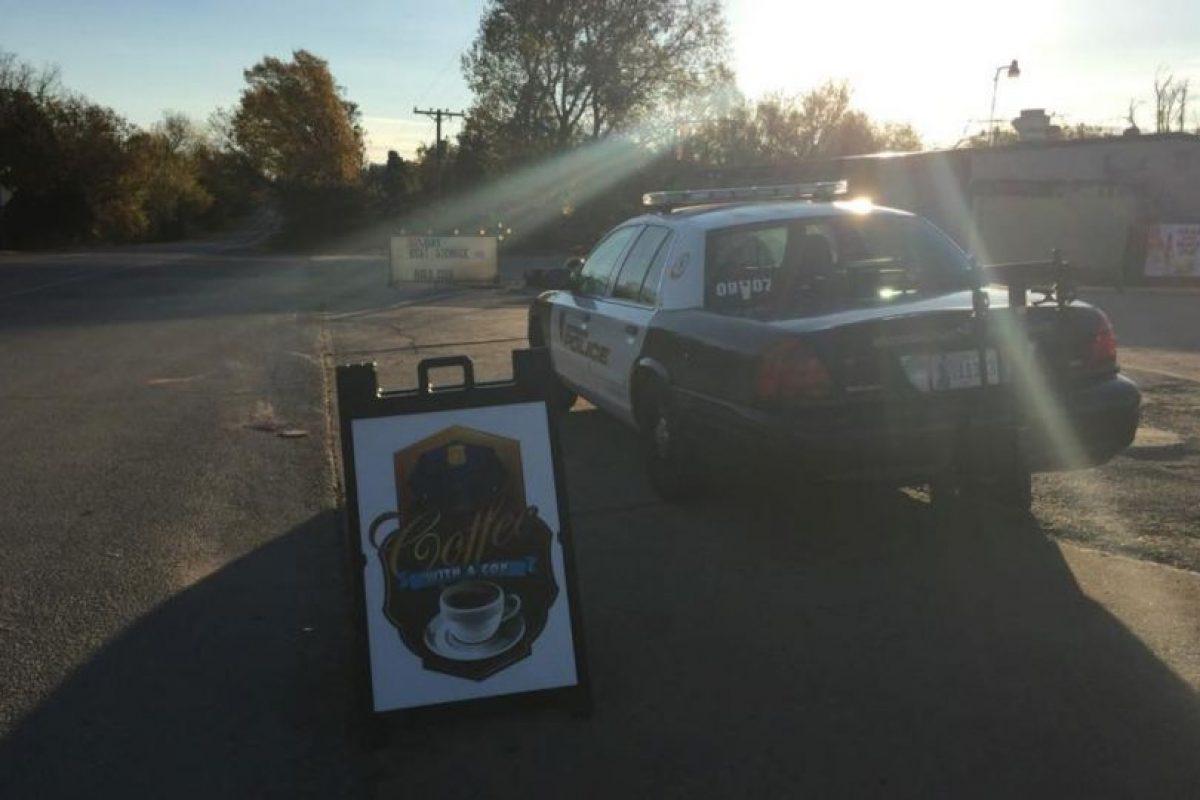 Luego de ser rescatado, estuvo al cuidado del Departamento de Policía. Foto:Vía facebook.com/City-of-Norman-OK-Police-Department. Imagen Por: