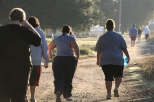 Venas varicosas. Ya que el sobrepeso ejerce mayor presión en las venas, esto sin duda origina las várices. Foto:vía Getty Images. Imagen Por: