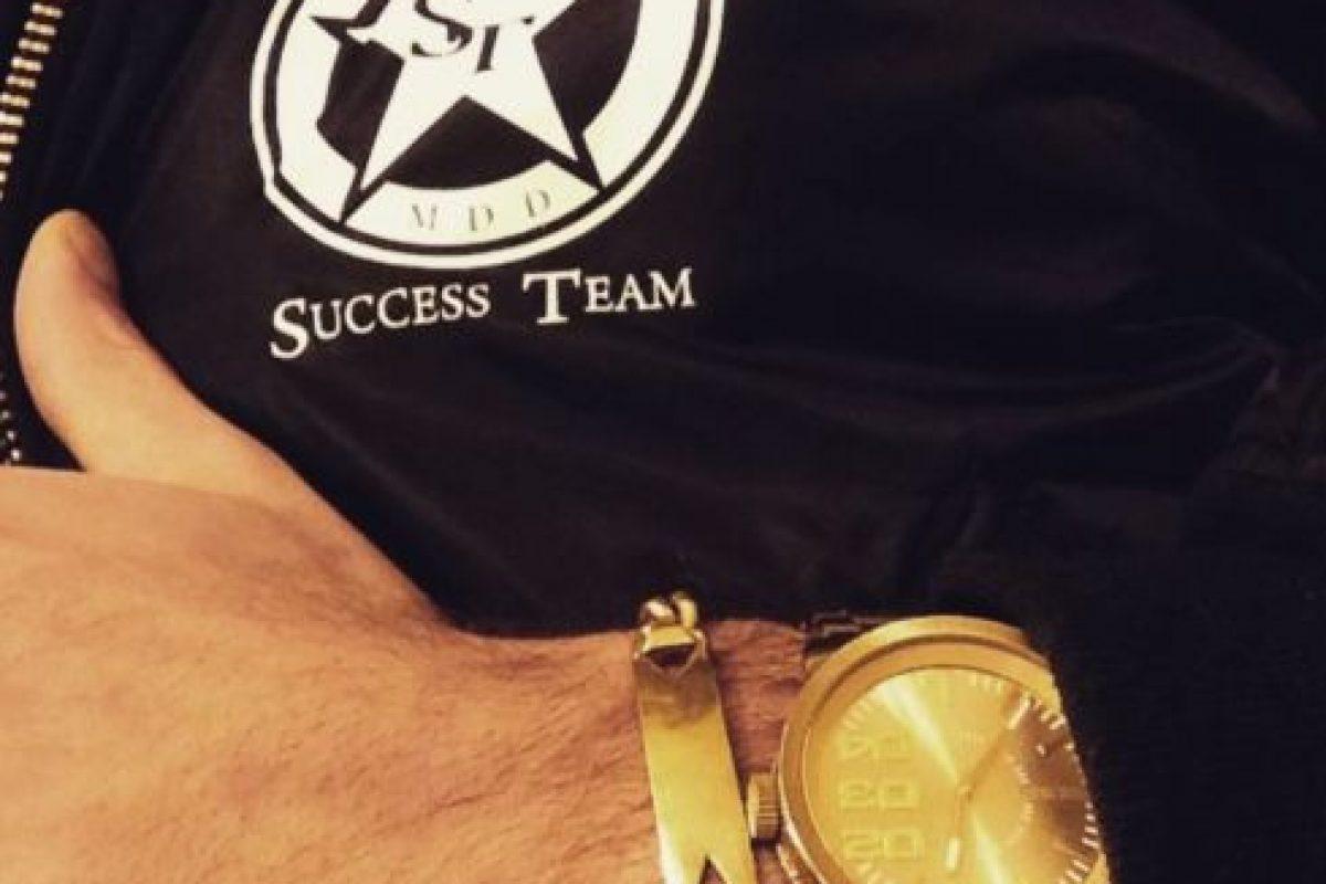 Este reloj es de oro puro con incrustaciones de diamantes. Foto:Vía Instagram/@omarborkan. Imagen Por: