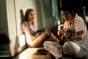 """""""Inocencia interrumpida"""" es un filme basado en las memorias escritas por la autora estadounidense Susanna Kaysen y publicadas en 1993. Angelina Jolie logró ganar el Óscar a la mejor actriz de reparto en el 2000. Foto:3 Art Entertainment. Imagen Por:"""
