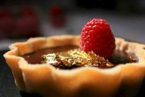 2. Hoja de oro comestible. Este producto sirve para dar un estilo único a los alimentos y bebidas Foto:Vía ediblegold.co.uk. Imagen Por: