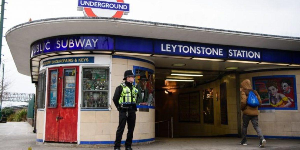 Dos heridos en un ataque con cuchillo en el Metro de Londres al grito de
