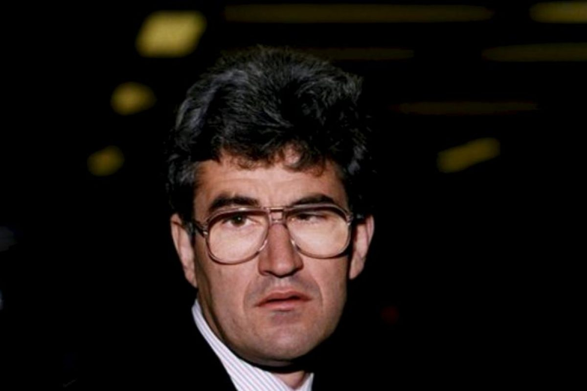 Stephen Milligan fue un político conservador inglés, lo encontraron colgado con ligueros y una media naranja en la boca. Tenía una bolsa de plástico en su cabeza. Por supuesto, causó escándalo en su país. Foto:Getty Images. Imagen Por: