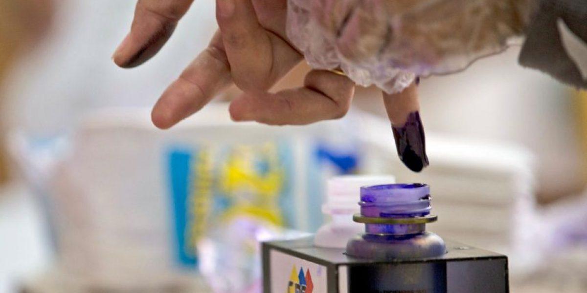Fotos: Electores se comen comprobantes de votos en elecciones de Venezuela