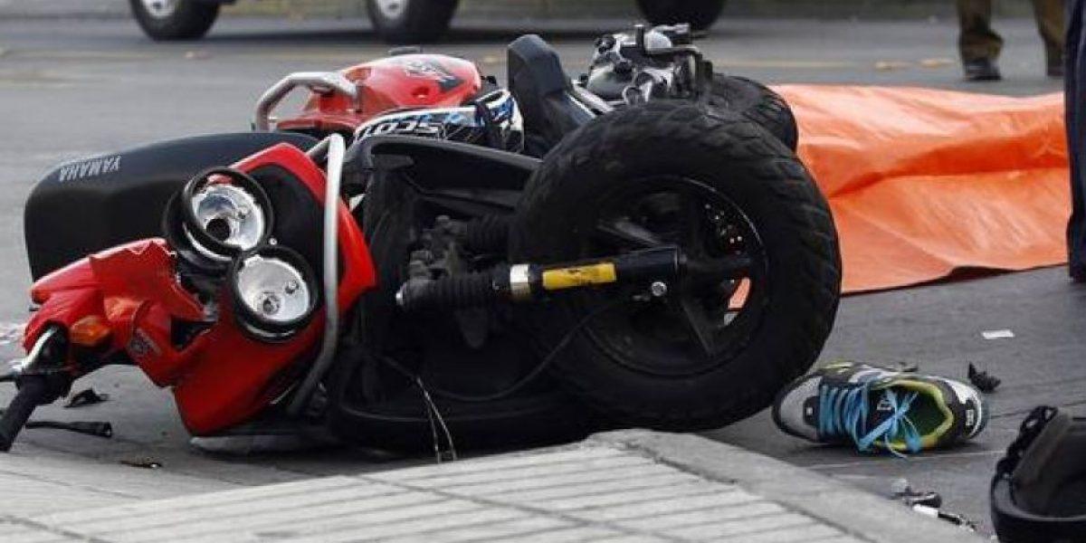 Dos motociclistas fallecen tras chocar contra un furgón en Curicó