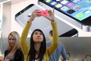 1) En mayo de 2015, una niña de 12 años de Filadelfia, Estados Unidos, sufrió quemaduras de segundo grado por culpa de su iPhone 5c. Su mamá se lo regaló en noviembre pasado para estar en comunicación. Foto:Getty Images. Imagen Por:
