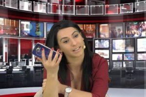 Enki aceptó y fue despedida del noticiero. Foto:Vía Facebook.com/enki.bracaj. Imagen Por: