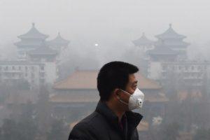 Las autoridades esperan que el esmog disminuya el próximo jueves Foto:AFP. Imagen Por: