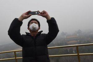 Habitantes y turistas intentan realizar sus actividades cotidianas con normalidad Foto:AFP. Imagen Por: