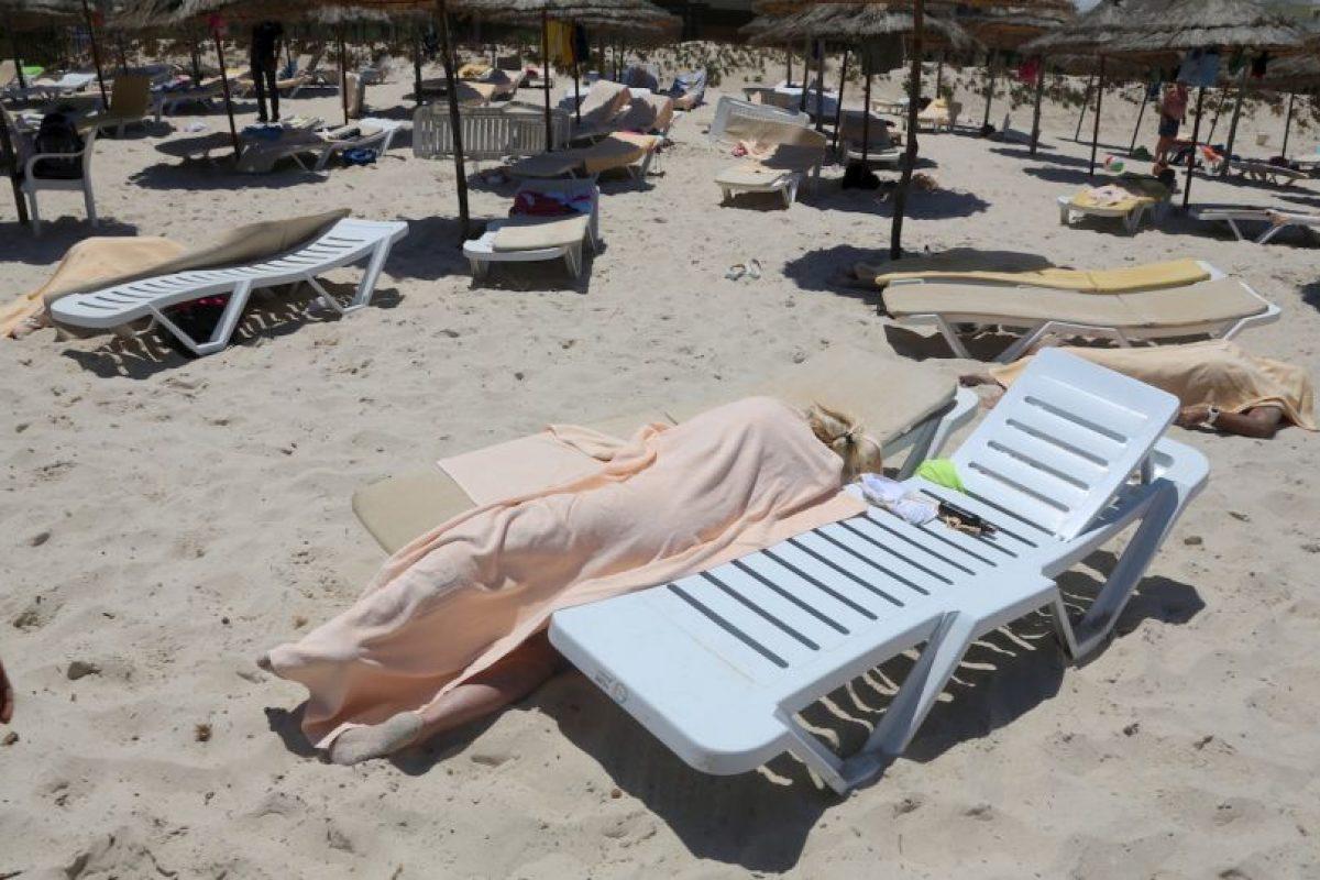 27 de junio- Un hombre abrió fuego en un Sousse, en Túnez. Foto:AP. Imagen Por: