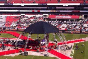 El comediante Roberto Gómez Bolaños murió el 28 de noviembre de 2014 Foto:vía facebook.com/estadioazteca. Imagen Por: