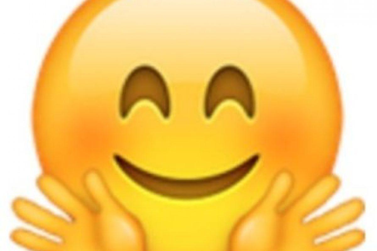 Cara sonrojada con ojos cerrados y manos abiertas. Foto:vía emojipedia.org. Imagen Por: