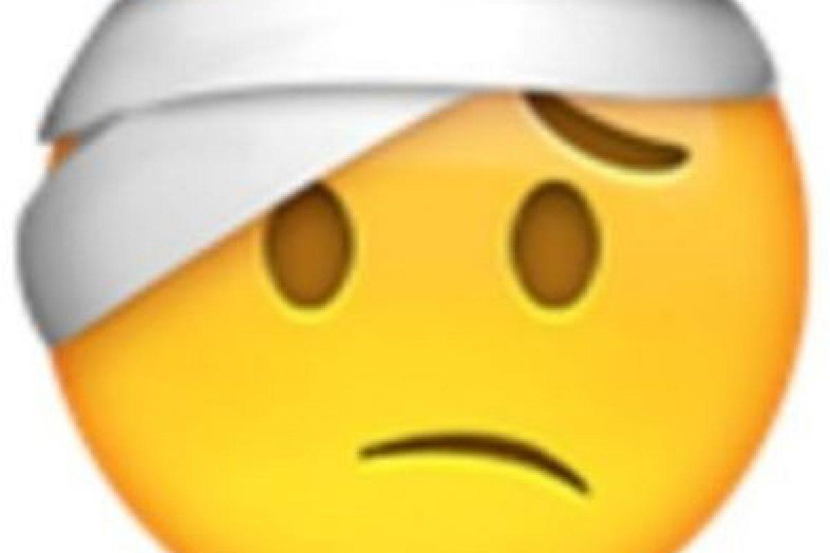 Vendaje en la cabeza. Foto:vía emojipedia.org. Imagen Por: