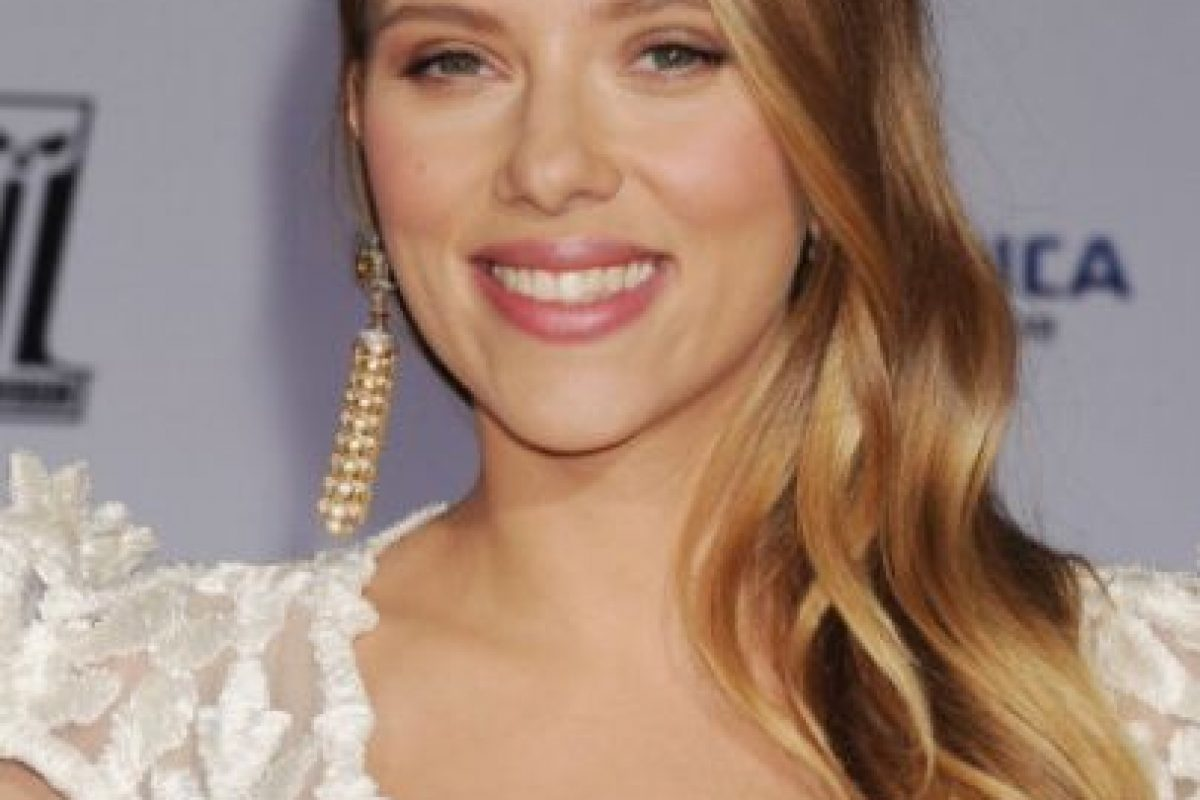 """A Scarlett Johansson le suelen hacer comentarios un poco indecentes en entrevistas. Le preguntaron alguna vez si llevaba ropa interior, a lo que ella respondió: """"¿Qué clase de entrevista es esta?"""". Foto:vía Getty Images. Imagen Por:"""