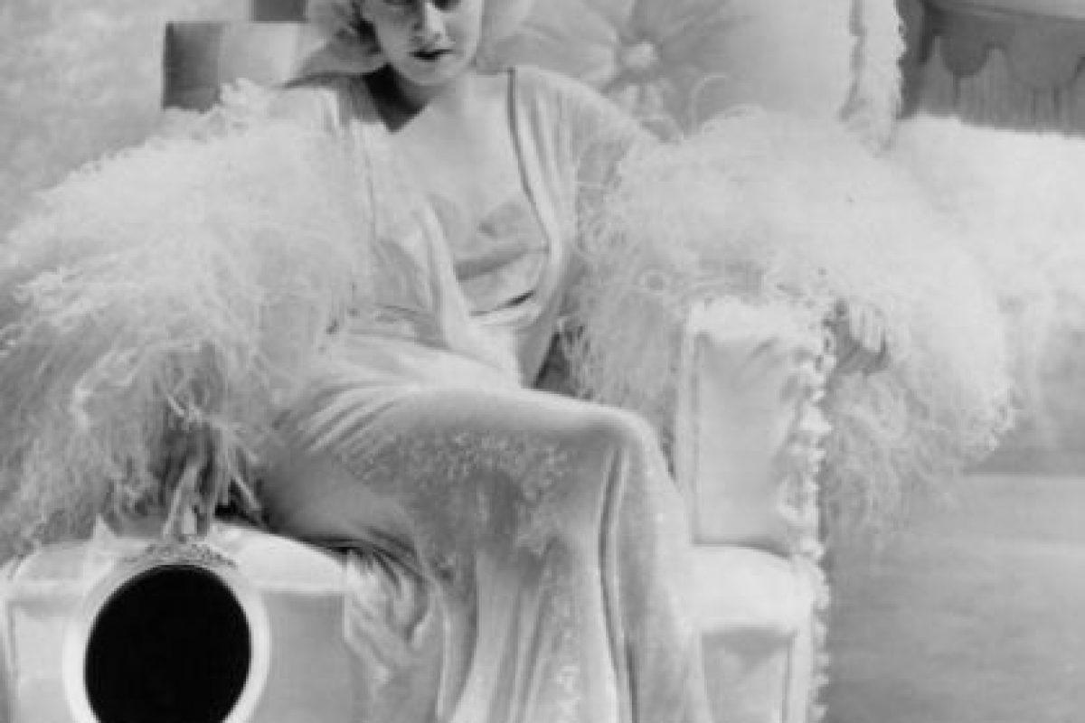 A Jean Harlow también le pasó lo mismo. Fue la primera rubia platino de la historia del cine. Foto:vía Getty Images. Imagen Por: