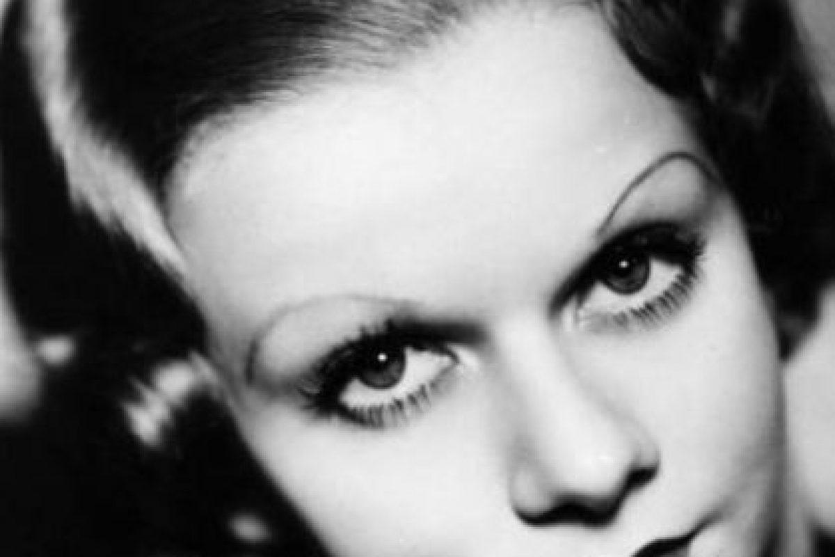 Harlow murió joven, con un halo de mujer devoradora de hombres que jamás se pudo quitar. Foto:vía Getty Images. Imagen Por: