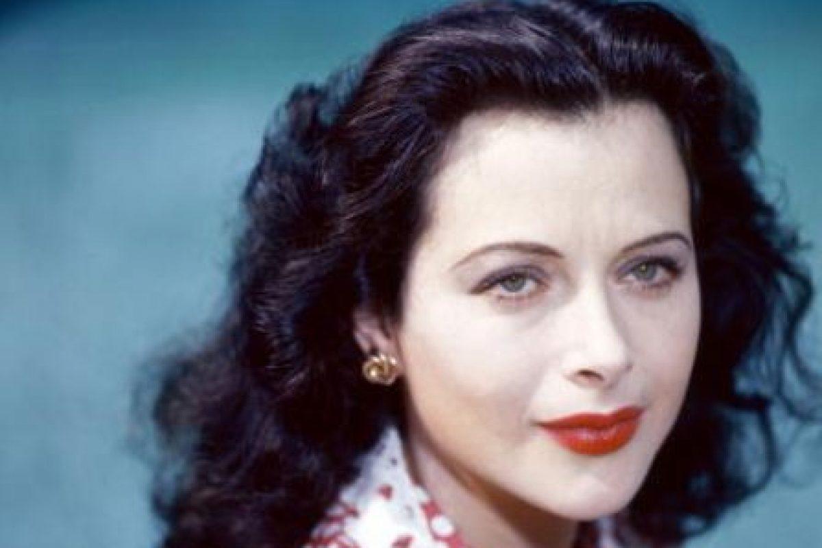 Hedy Lamarr odiaba que se le acercaran solo por su belleza y no por su talento, que espantaba a los hombres. Porque aparte de actriz fue una gran científica e inventora. Foto:vía Getty Images. Imagen Por: