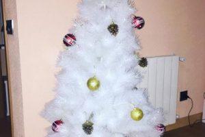 A continuación otros árboles de Navidad que dejaron mucho qué desear. Foto:Imgur. Imagen Por:
