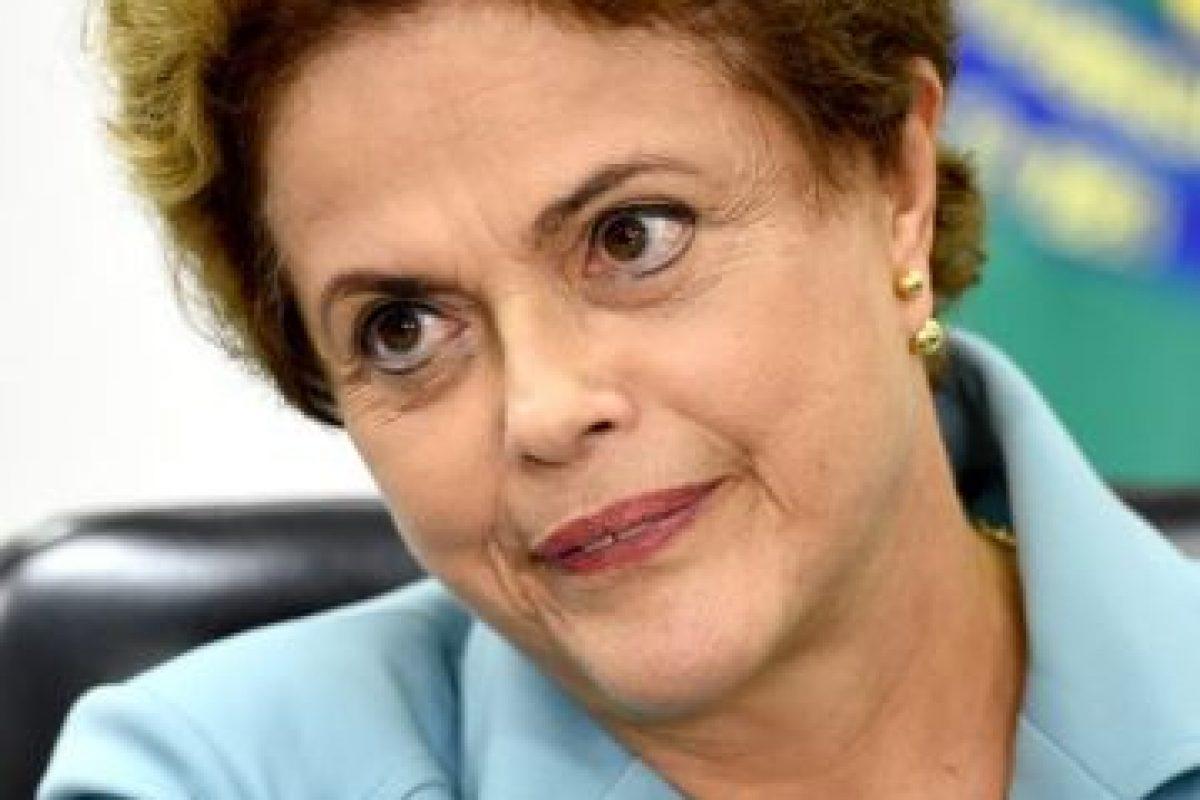 """Aunque hasta el momento no ha reaccionado, hace unos días Rousseff dijo no tener """"ni un milímetro de razones"""" para desconfiar de Temer Foto: AFP. Imagen Por:"""