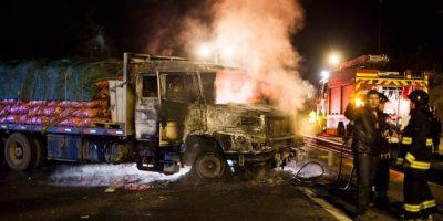 Gobierno se querella tras ataques incendiarios a camiones en La Araucanía
