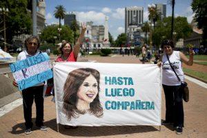 Sus seguidores se dan cita en la Plaza de Mayo Foto:AP. Imagen Por: