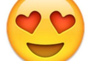2- Cara con ojos de corazón. Foto:vía emojipedia.org. Imagen Por: