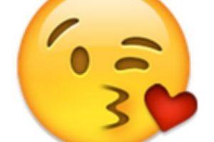 8- Beso de corazón. Foto:vía emojipedia.org. Imagen Por: