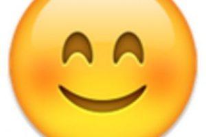 4- Cara con ojos sonrientes. Foto:vía emojipedia.org. Imagen Por: