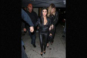 Kourtney Kardashian no paso inadvertida durante la fiesta de cumpleaños de Kendall Jenner. Foto:The Grosby Group. Imagen Por: