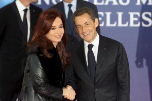 2011 en reunión con el expresidente Nicolás Sarkozy en Francia Foto:Getty Images. Imagen Por: