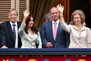 Junto a los reyes de España y Néstor Kirchner Foto:Getty Images. Imagen Por: