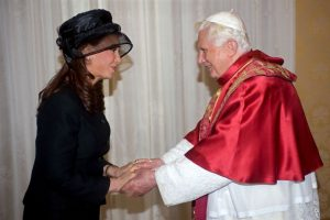 2009, junto al Papa Benedicto XVI Foto:Getty Images. Imagen Por: