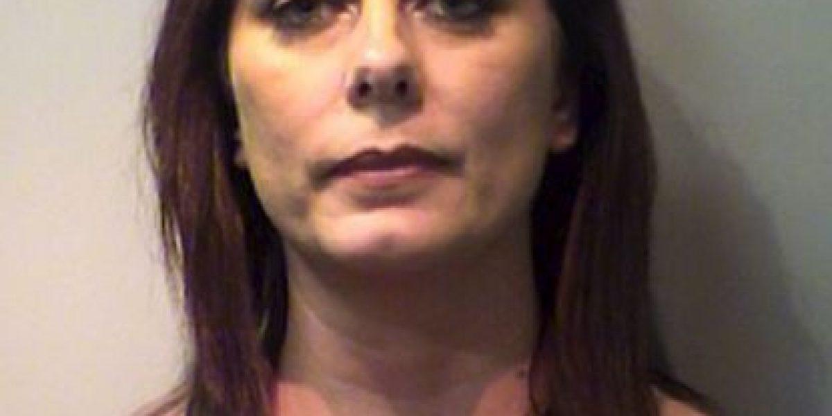"""Mujer arrestada por tener relaciones """"cientos de veces"""" con su sobrino"""