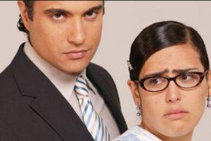 """Los críticos de telenovelas coinciden en la parodia de la telenovela original, la sobreactuación y la infantilización del personaje de """"Betty"""", que en esta ocasión se llama """"Letty"""". Foto:vía Televisa. Imagen Por:"""