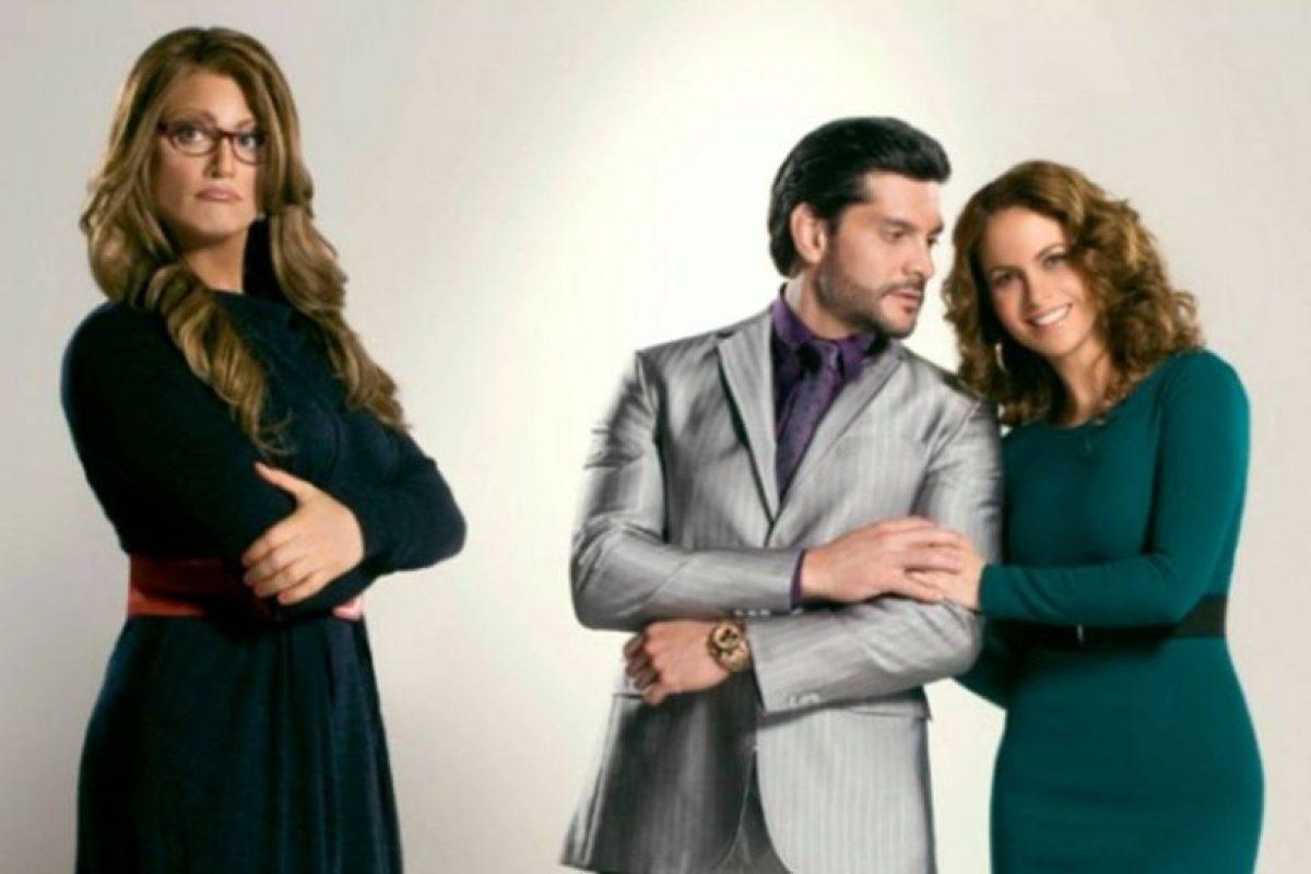 Lo que criticaron de esta versión es que se alargara el momento en que Jaime Camil se vestía de mujer. Foto:vía Televisa. Imagen Por: