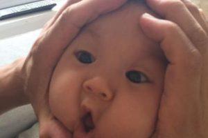 Un comediante y padre japonés fue el que grabó a su bebé mientras le rodeaba la carita con sus manos. Foto:Vía Instagram/#riceball. Imagen Por: