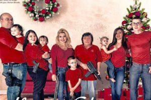 La republicana tiene 45 años y el 1 de diciembre publicó esta postal navideña. Foto:Vía Facebook.com/MicheleFiore2012. Imagen Por: