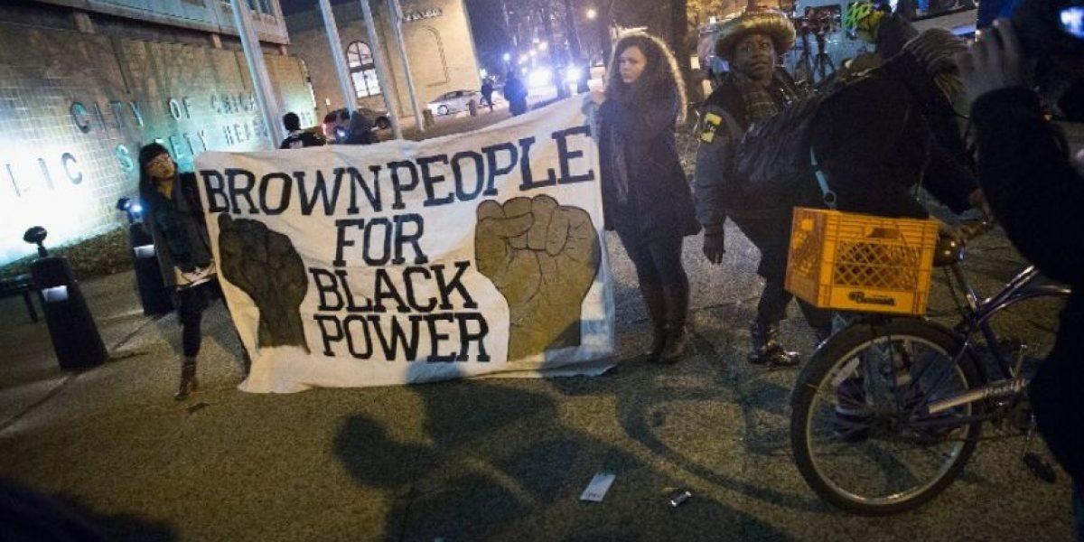 Manifestantes en Chicago piden la renuncia del alcalde tras muerte de afroamericano