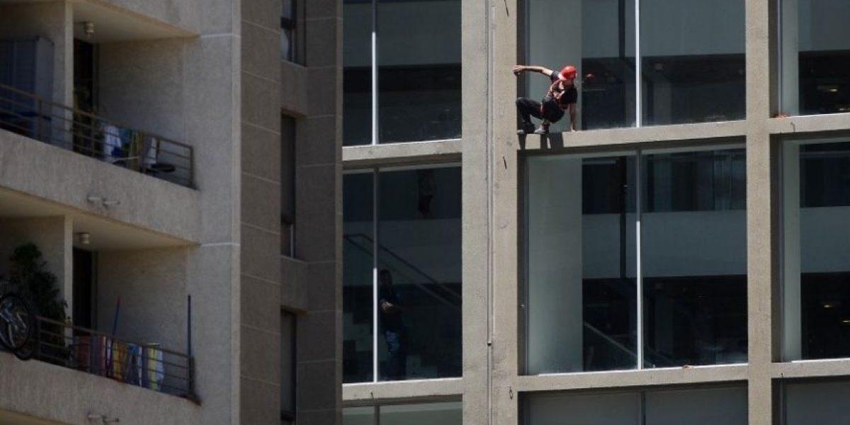 Bomberos rescató a dos trabajadores tras falla de andamio en céntrico edificio