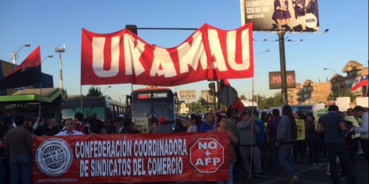 Protestas contra las AFP interrumpen el tránsito en varios puntos de Santiago