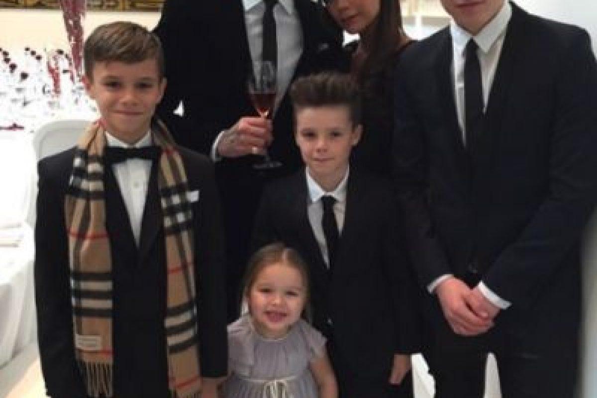 Ahora tienen cuatro hijos: Brookly, Romeo, Cruz y Harper. Foto:vía instagram.com/victoriabeckham. Imagen Por: