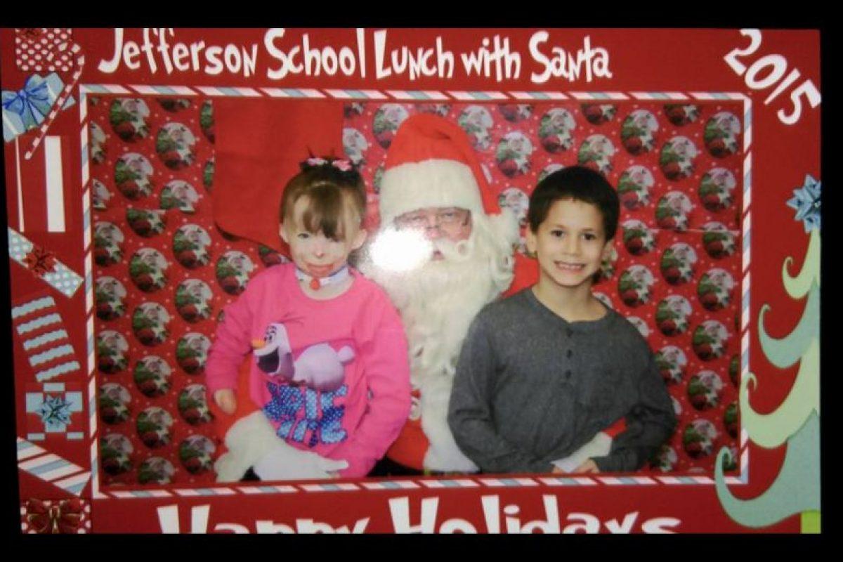Este año ella no quiere regalos. Solo tarjetas. Foto:Vía facebook.com/Schenectadyssupersurvivor. Imagen Por: