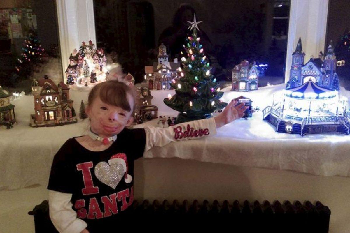 La familia recibe solo 10 tarjetas. Foto:Vía facebook.com/Schenectadyssupersurvivor. Imagen Por: