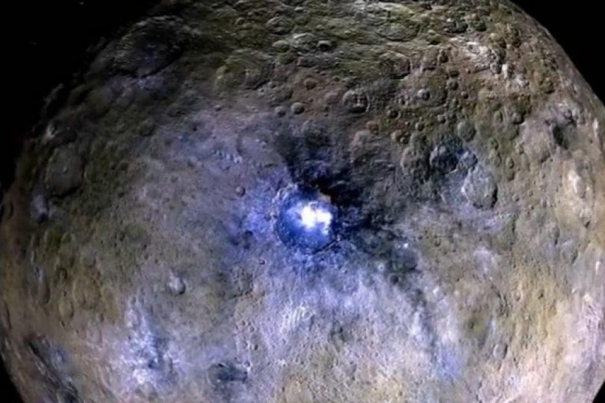 1. Fue el primer planeta en ser degradado y clasificado como uno enano. Foto:Vía Instagram.com/NASA. Imagen Por: